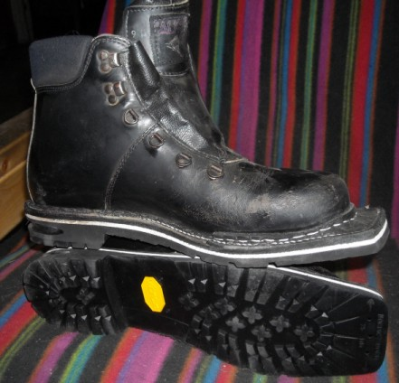 3 pin Tele Ski Boot With Vibram Sole